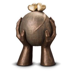 geert-kunen-designer-urn-heart-sphere-in-hands-ceramic-bronze-urn